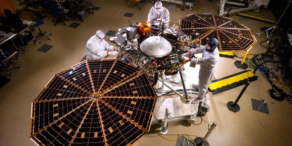 La costruzione e gli strumenti dell'Insight, il piccolo lander che studia Marte - FOTO