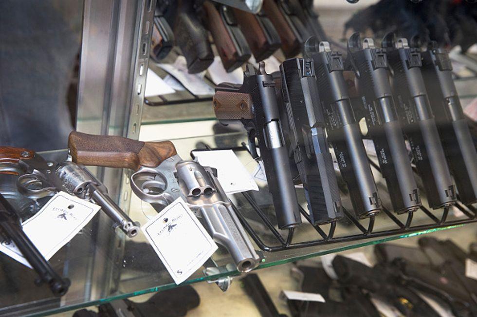 Troppe armi nelle case degli italiani