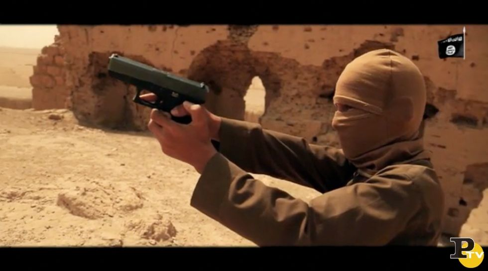 Isis, video shock:  bambini uccidono sei prigionieri - Foto e video