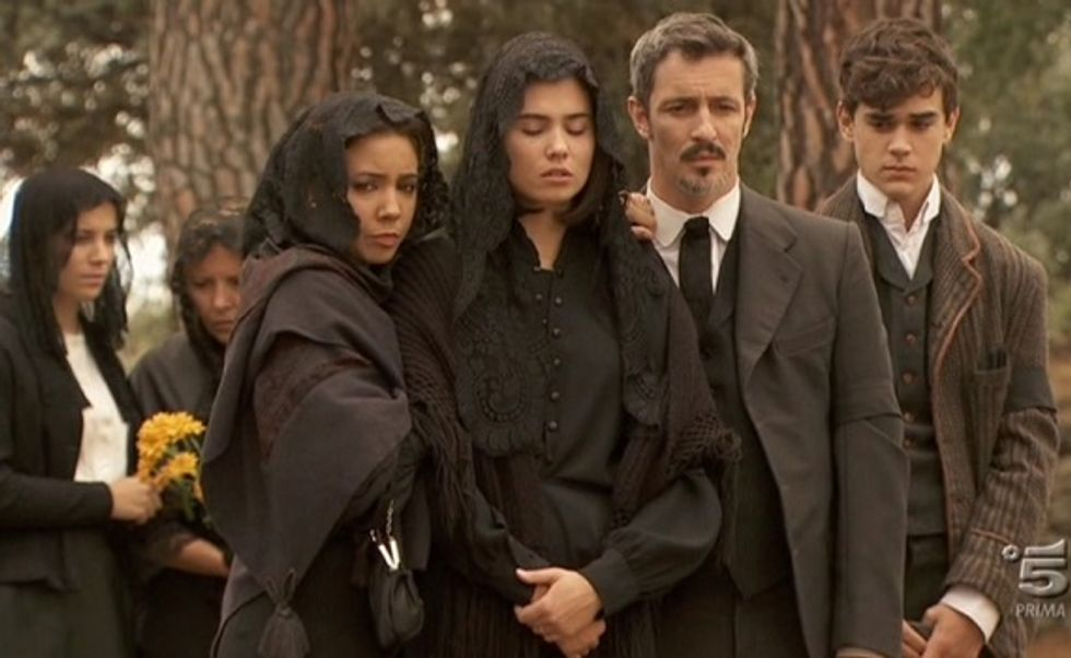 """Ascolti 14/4: """"Don Matteo"""" e """"Il Segreto"""" dominano la serata con un matrimonio e un funerale"""