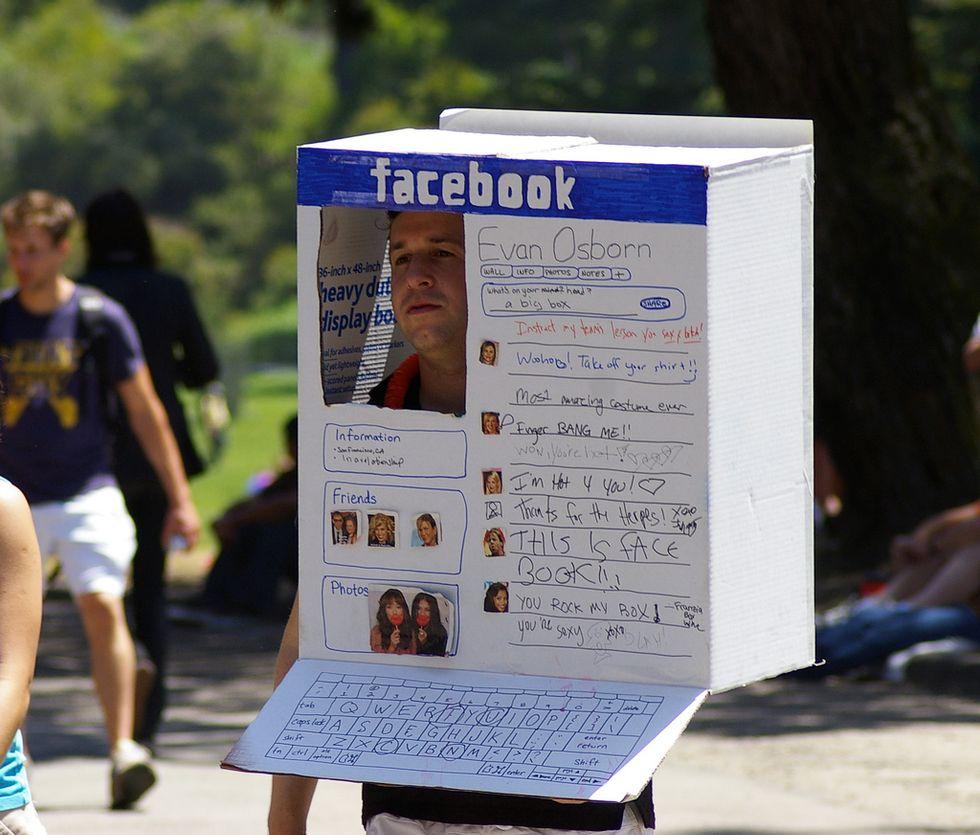 Facebook cerca di capire le nostre idee politiche. Una trappola?