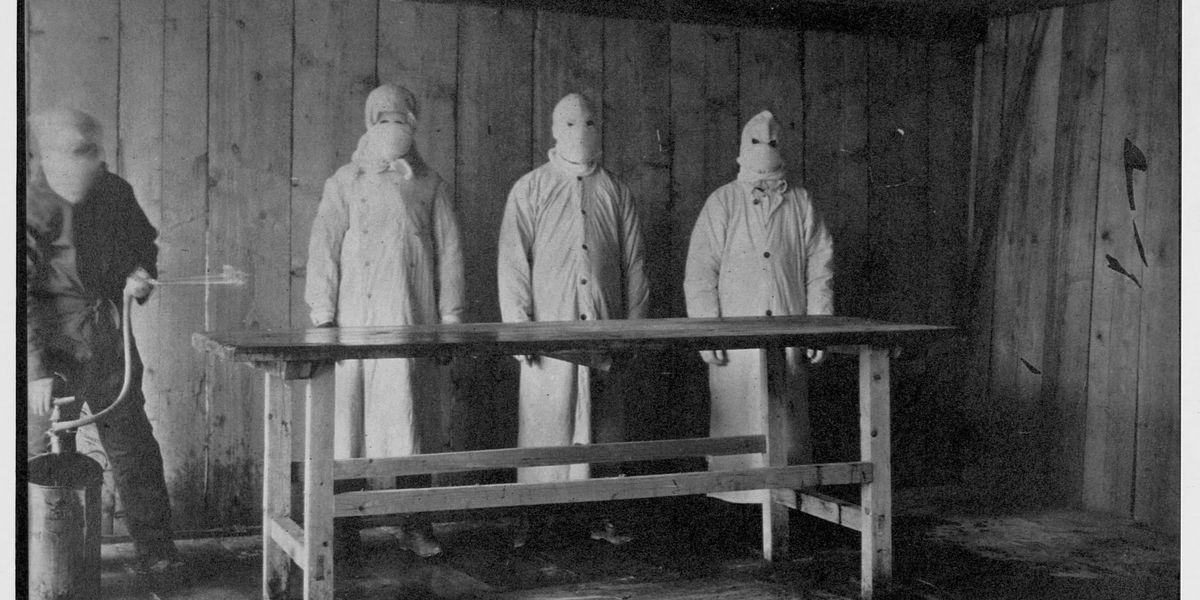 Gli indumenti protettivi nei secoli: dalla peste nera al coronavirus (storia e foto)