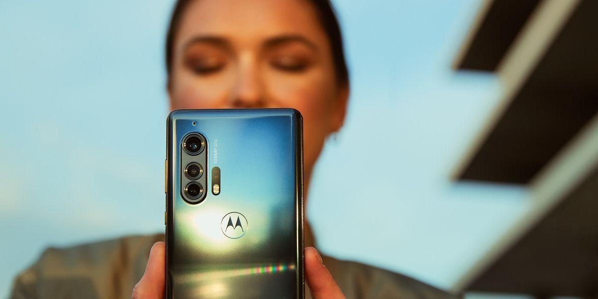 Motorola Edge, una coppia per tornare a sognare