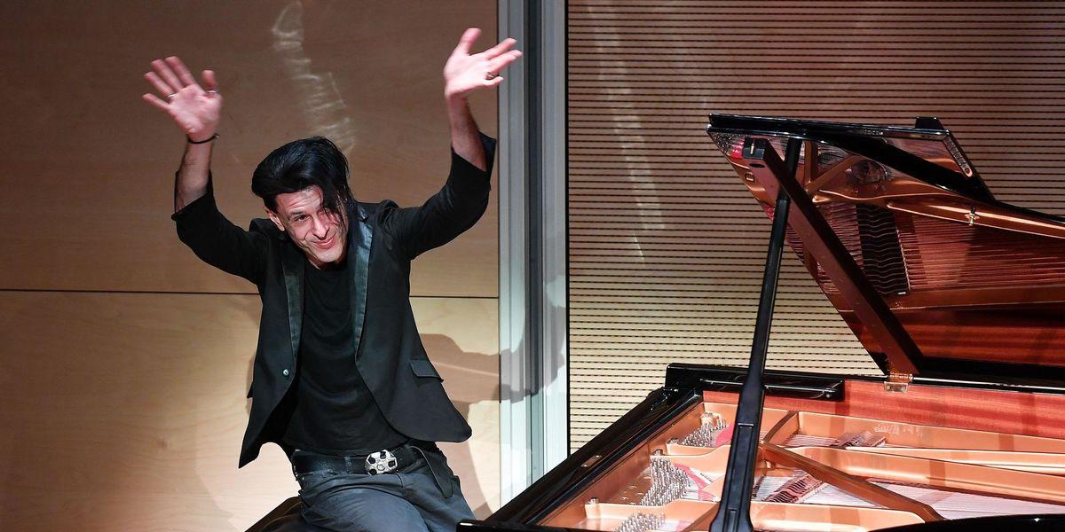 È morto Ezio Bosso, il pianista che emozionava con musica e parole