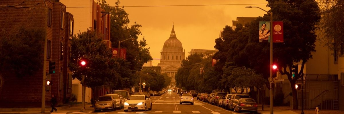 San Francisco, il cielo si tinge di arancione - Foto