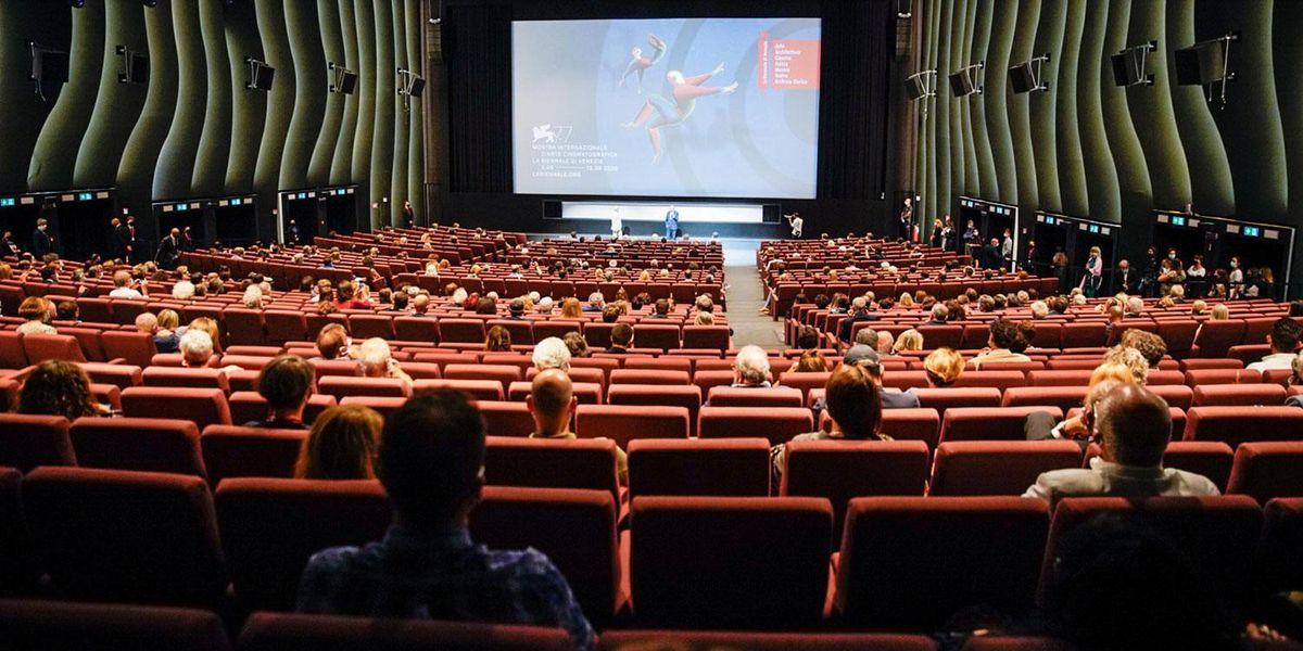 In sala al 100%: l'ultima carta per salvare il mondo del cinema