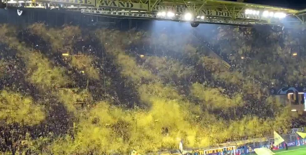 L'incredibile coreografia della Curva Sud del Borussia Dortmund I VIDEO