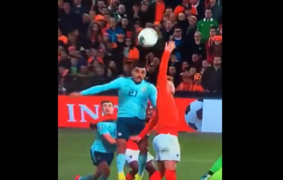 De Ligt, due errori incredibili nella stessa azione e l'Olanda prende gol I VIDEO