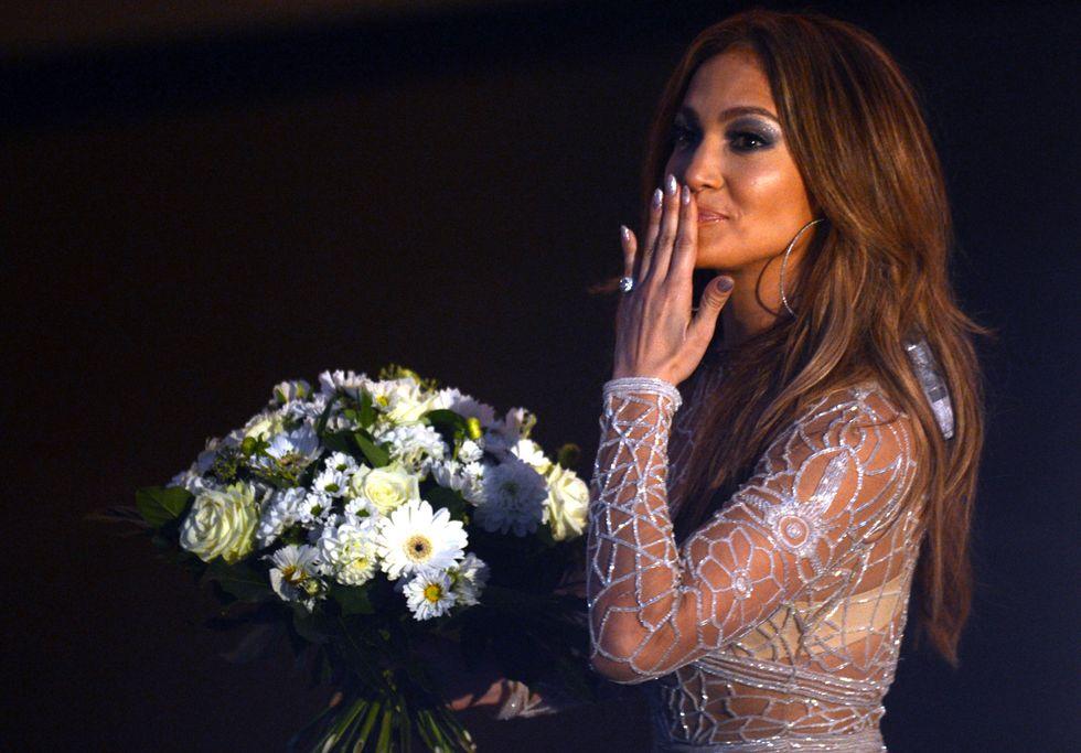 Jennifer Lopez censurata. La sue serie tv, The Foster, è immorale. E tutte le altre?