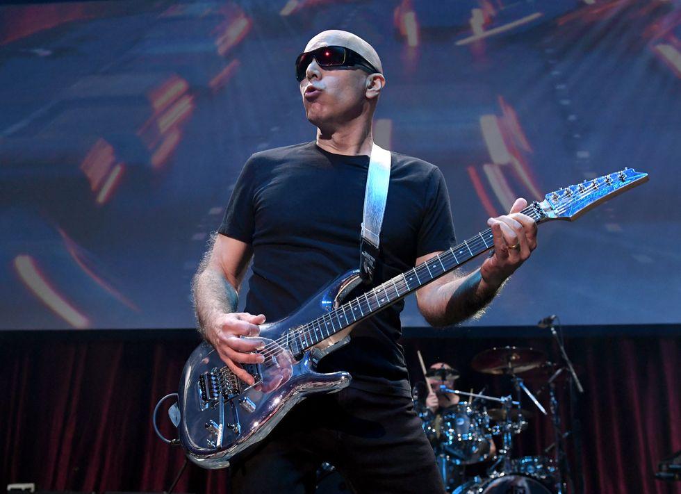 Joe Satriani, il guitar hero: la recensione di What Happens Next