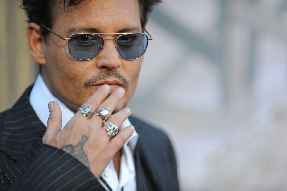 Johnny Depp si amputa un dito e accusa la moglie di tradimento