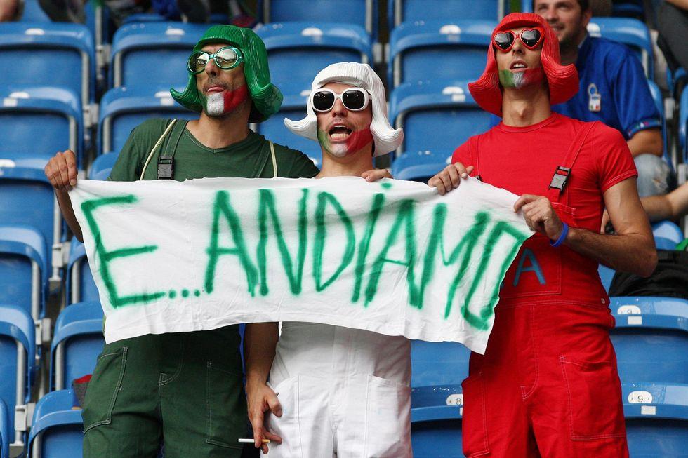 Italia ai quarti: tutti ubriachi al bar
