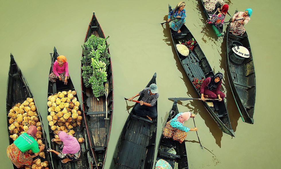 Indonesia, il mercato galleggiante di Lok Baintan