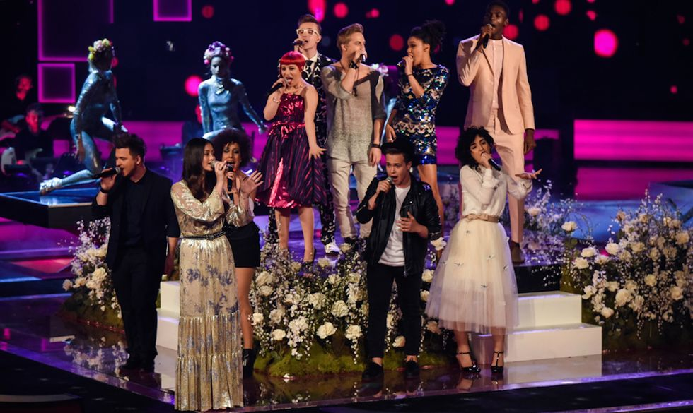 L'apertura della Semifinale di The Voice con Jasmine Thompson