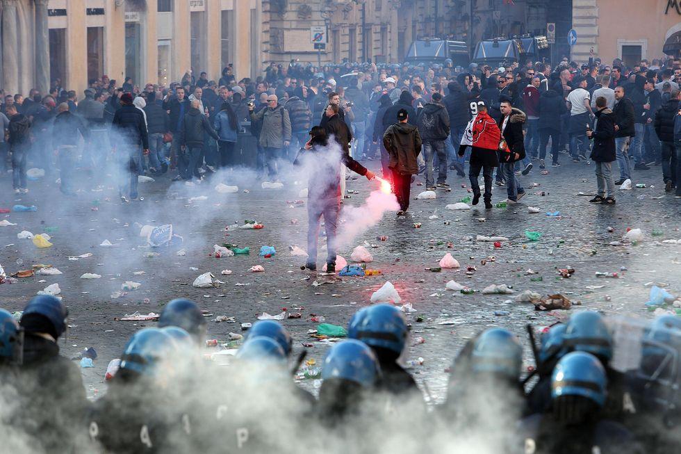 Calcio, quando lo sport degenera in violenza