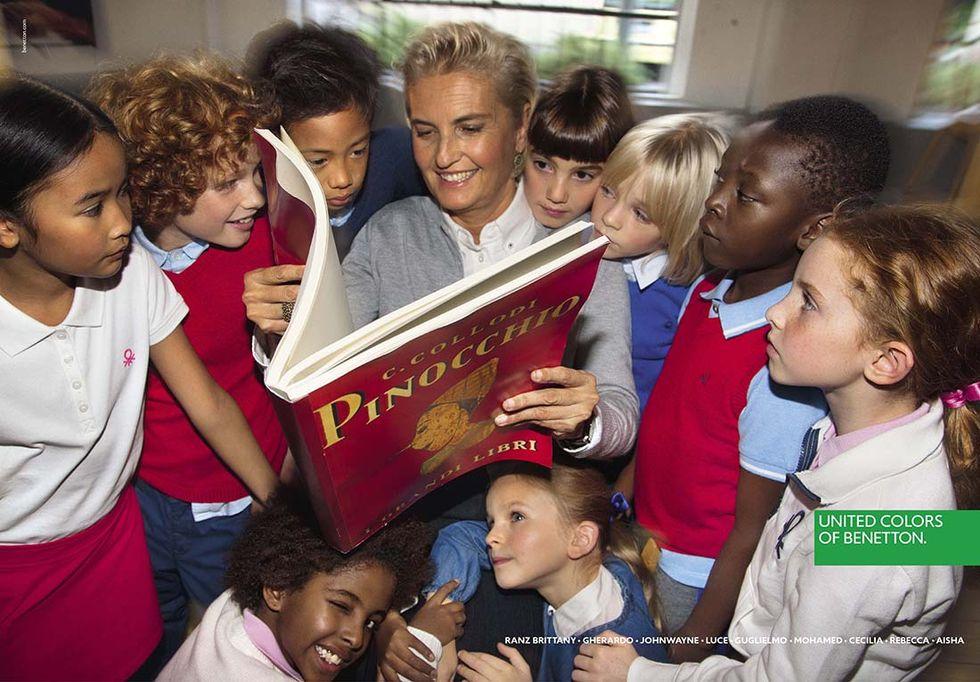 La maestra che legge Pinocchio