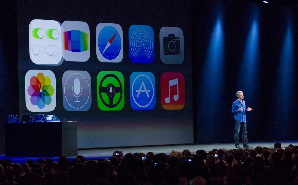 Apple: il nuovo iOS7 divide, anche in Borsa