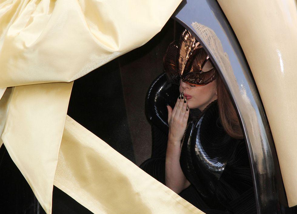 Lady Gaga, battuta all'asta un'unghia da 12 mila dollari