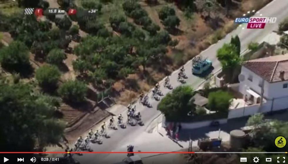 Nibali espulso dalla Vuelta: si è fatto tirare dall'ammiraglia