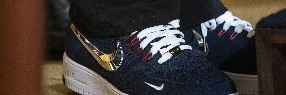 Generazione confort: staremo in sneaker e felpa per sempre?