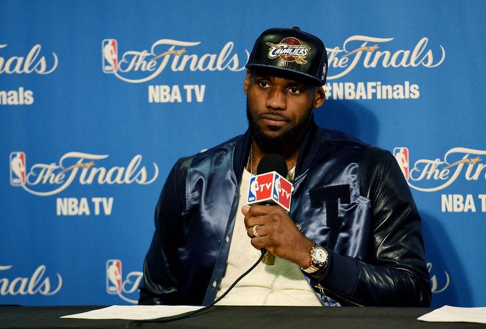 """Nba, LeBron James """"il migliore del mondo"""". E il web si scatena"""
