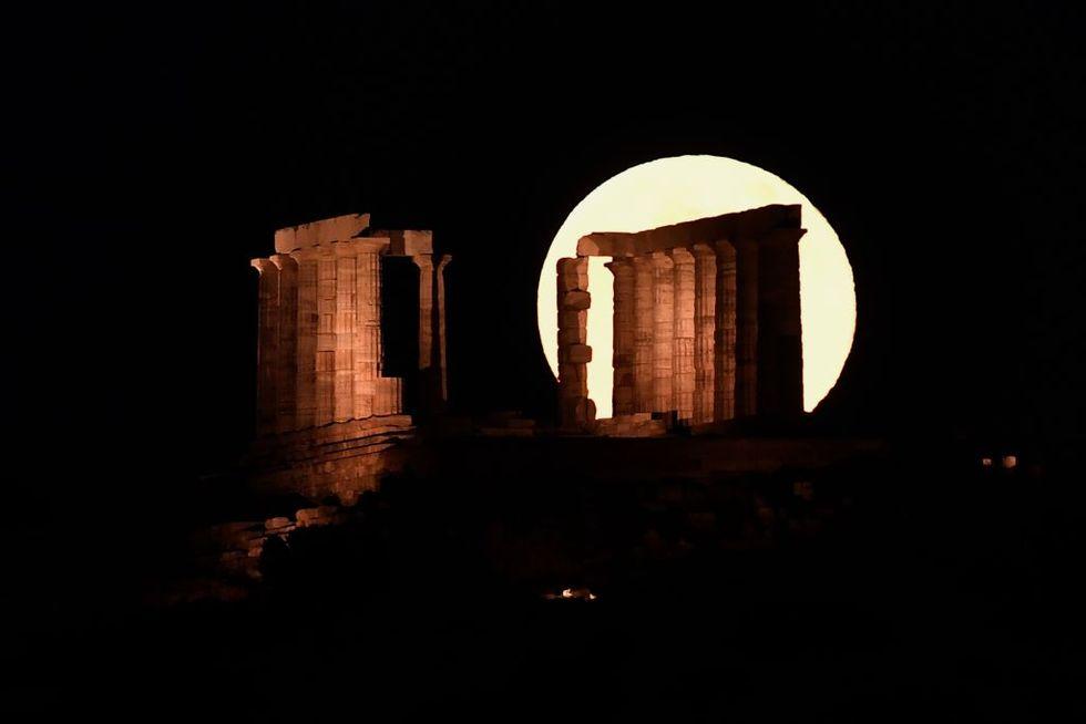luna-atene-tempio-poseidone