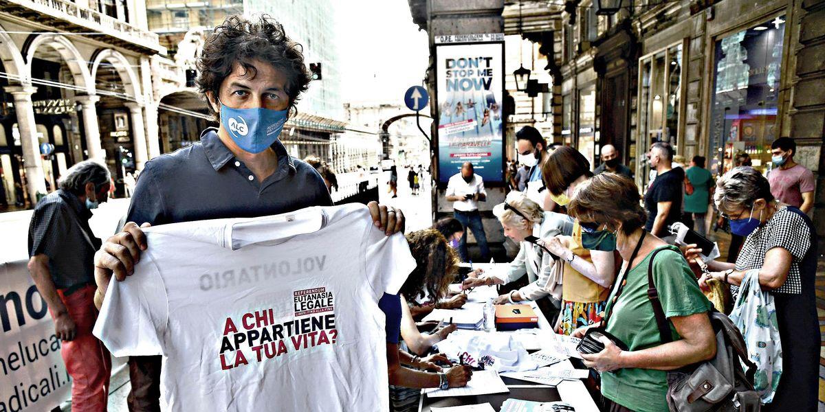 Marco Cappato raccolta firme referendum eutanasia