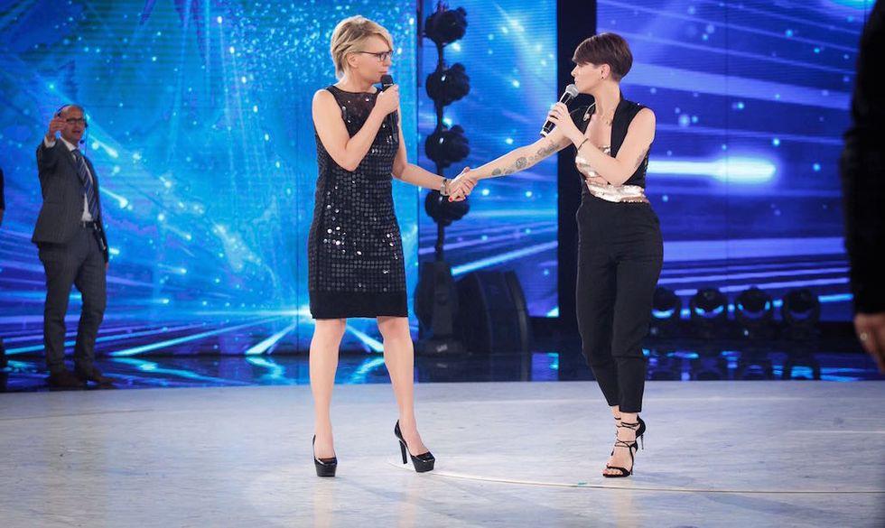 """Maria de Filippi e Alessandra Amoroso durante la puntata di """"Amici"""""""