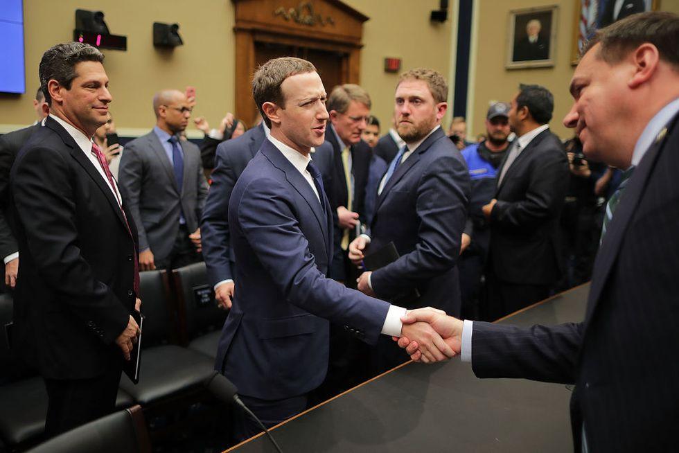 zuckerberg-facebook-camera-congresso