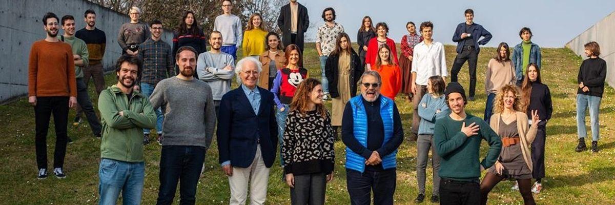 Le Sardine mettono il maglione di Benetton