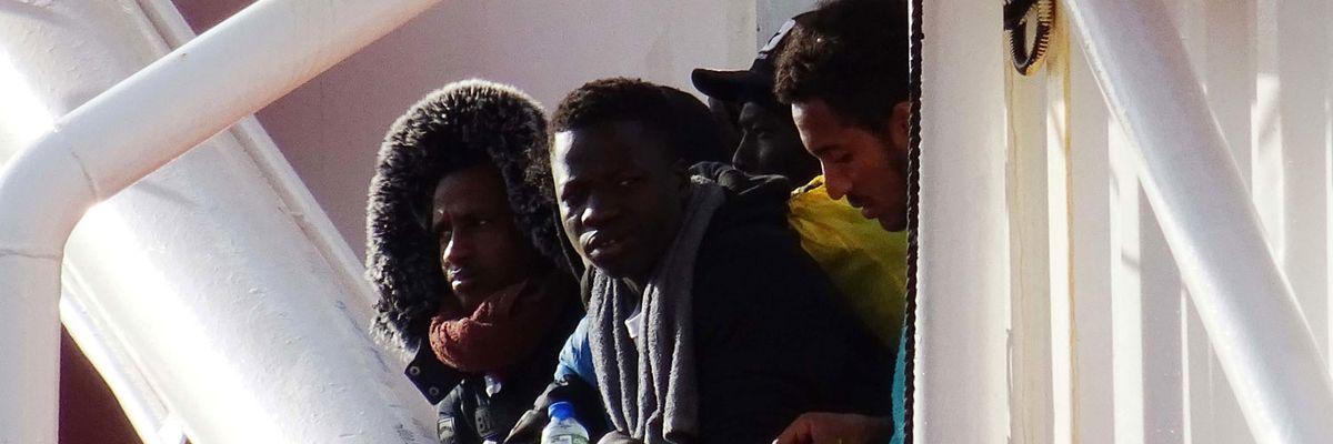 Il Governo vuole la sanatoria per 700.000 migranti, ma ha paura