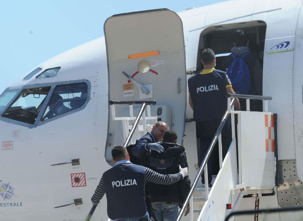 migranti-rimpatri-polizia