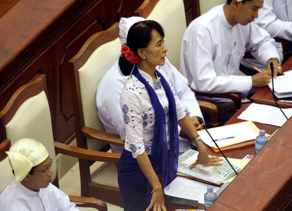 Myanmar: la giunta libera i detenuti politici
