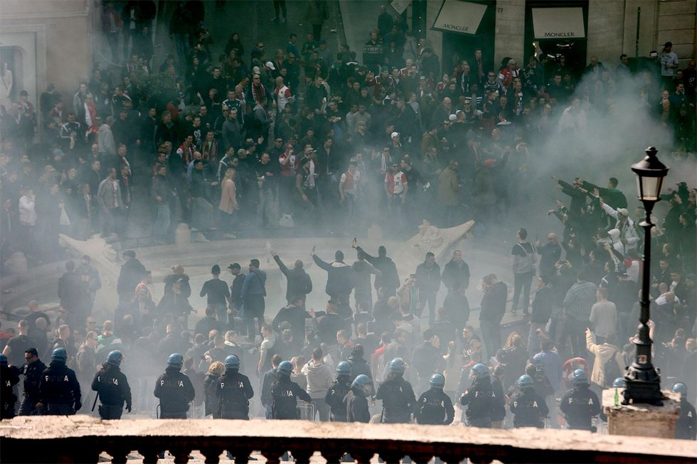 Europa League: gli hooligans del Feyenoord assediano Roma