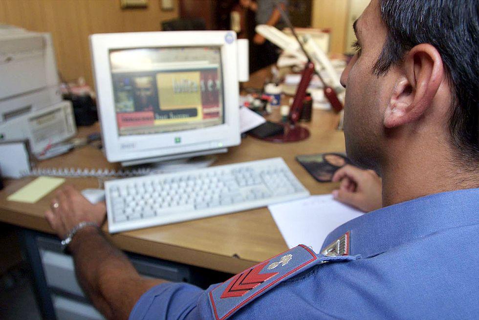 La Rete si spacca sull'allarme della Polizia Postale per le foto su Facebook