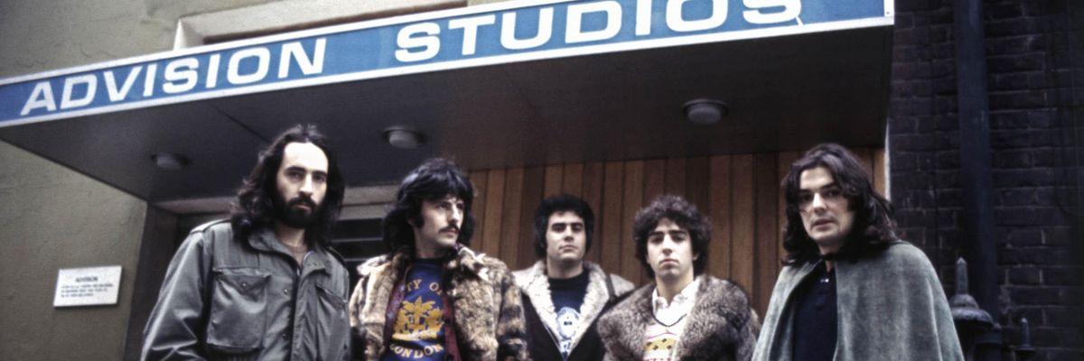 Premiata Forneria Marconi (Franco Mussida, Franz Di Cioccio, Flavio Premoli, Mauro Pagani, Patrick Djivas) dagli Advision Studios di Londra nel 1975