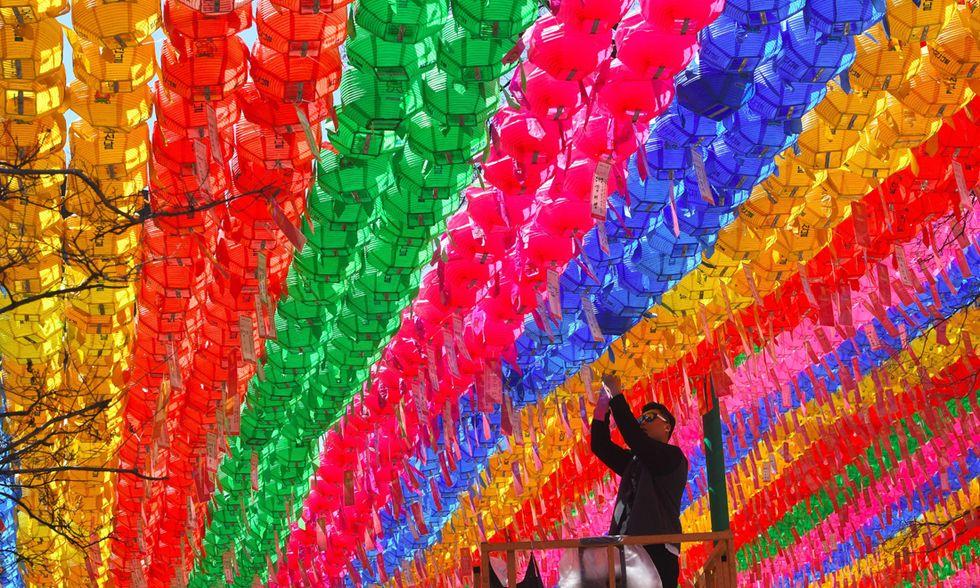 Preparativi per il compleanno di Buddha