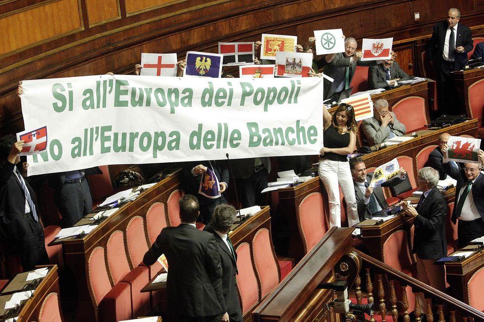 Il fiscal compact è legge. Sacrifici in vista, per 45 miliardi di euro all'anno