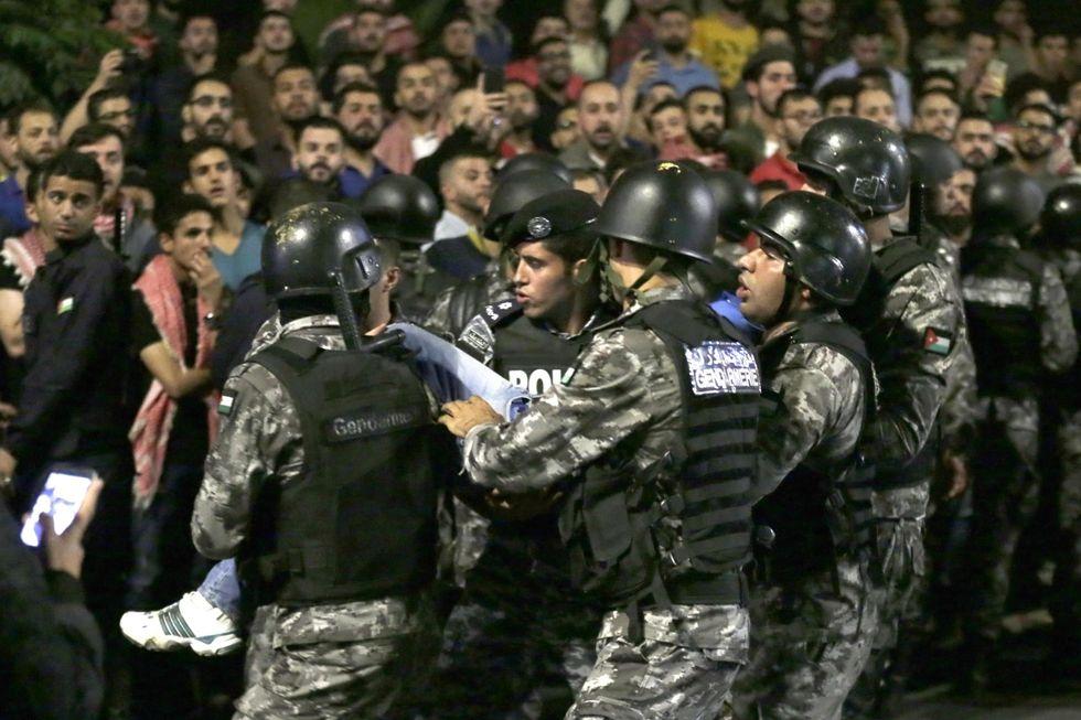 Proteste in Giordania, ecco che cosa sta succedendo