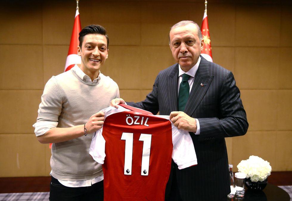 """Turchia, Germania e lo """"strano caso"""" di Mesut Ozil"""