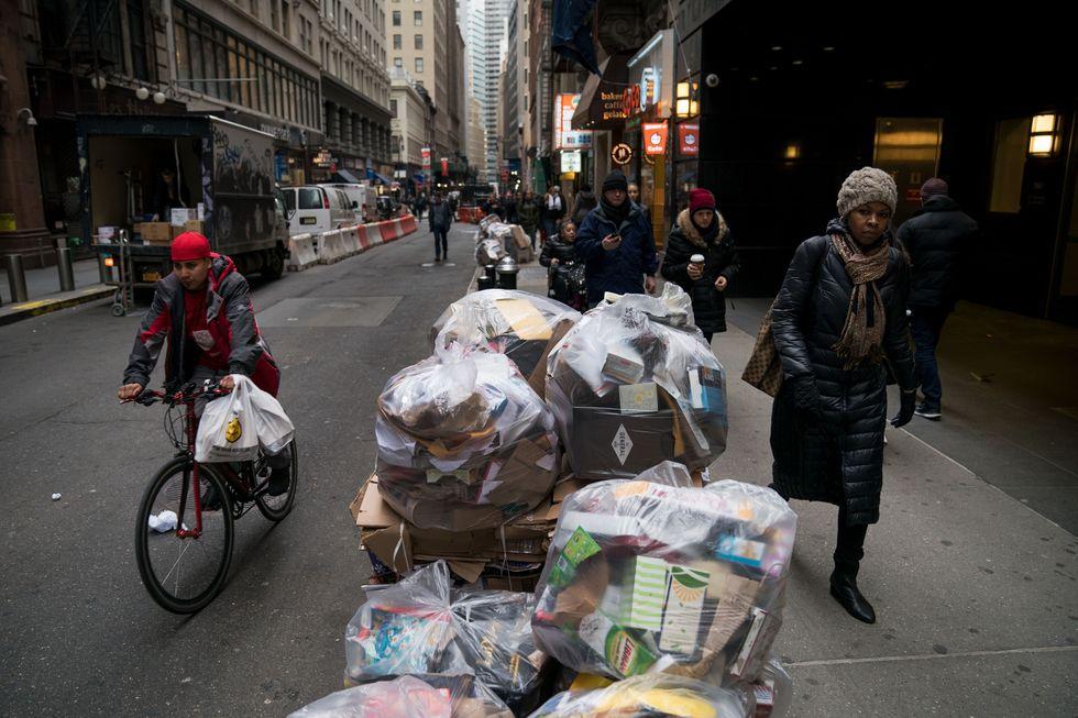 Rifiuti per le strade di New York