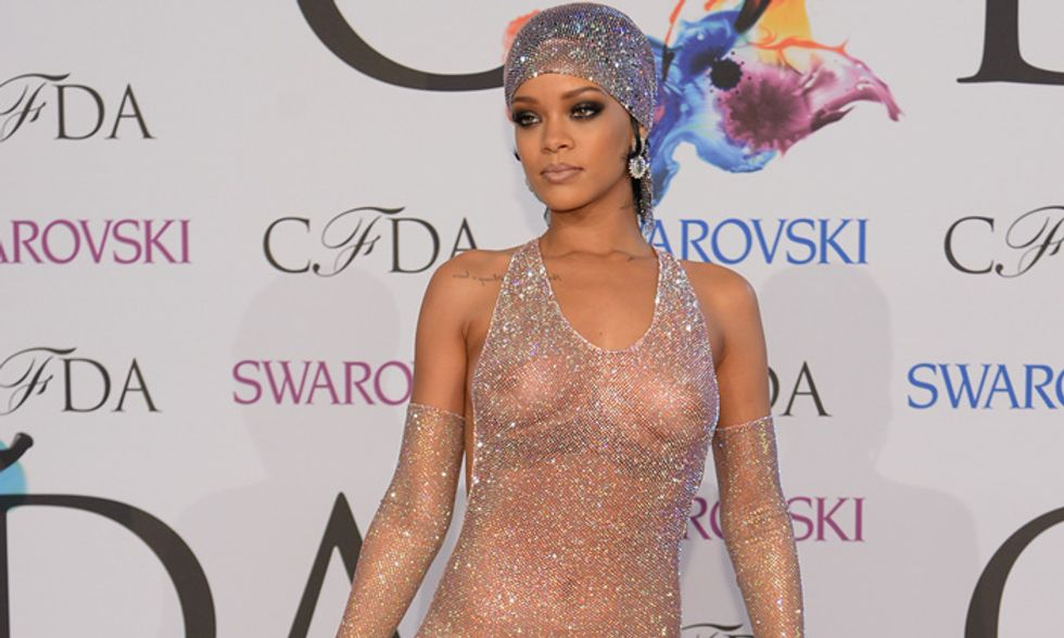 Rihanna, il nude look fa girare la testa