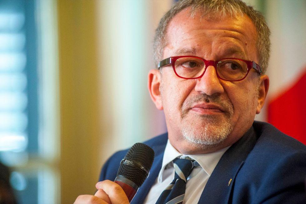 """Immigrazione, Maroni: """"Stop a Schengen"""""""