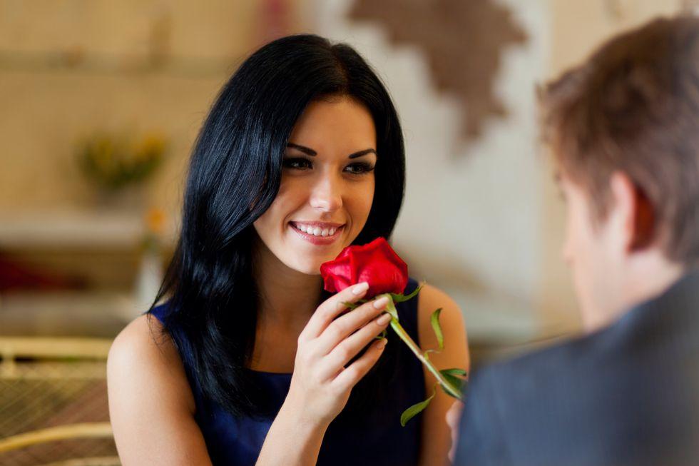 Flirtology, i 3 consigli per fare colpo e trovare l'amore