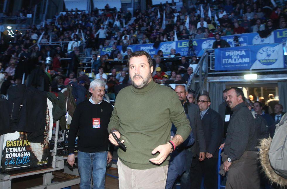 Salvini manifestazione Paladozza Bologna Bergonzoni