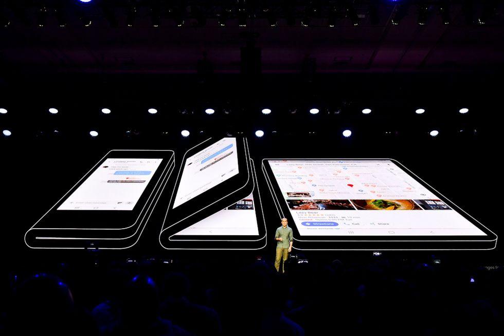 Samsung smartphone pieghevole new (2)