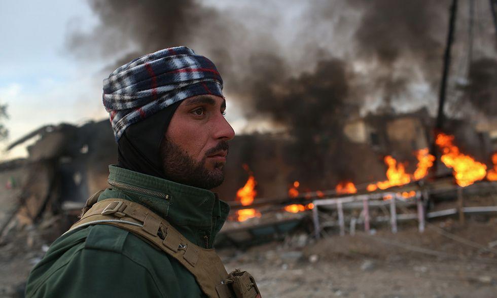 Le forze curde tra le rovine di Sinjar liberata dall'ISIS