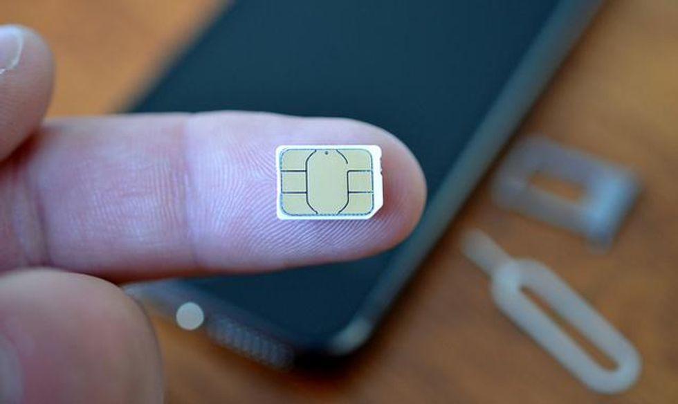 Perché Apple e Samsung vogliono eliminare la SIM card