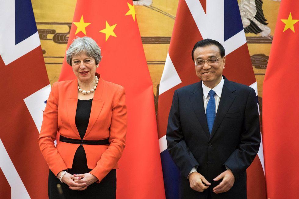 Theresa May in Cina a discutere di commercio, Brexit e Corea del Nord