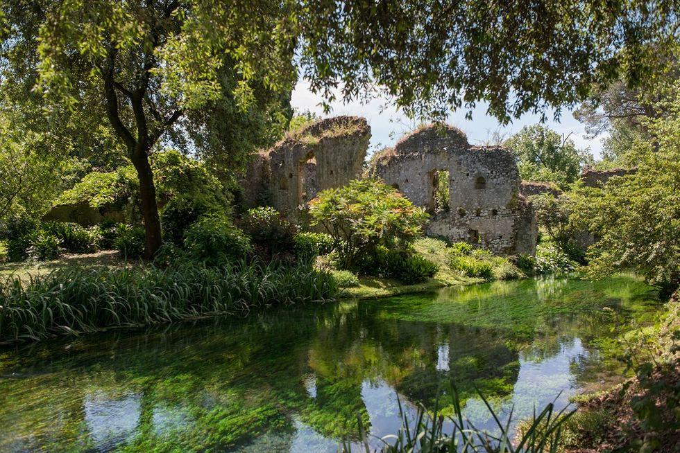 Strolling at Ninfa, Italy's most romantic garden